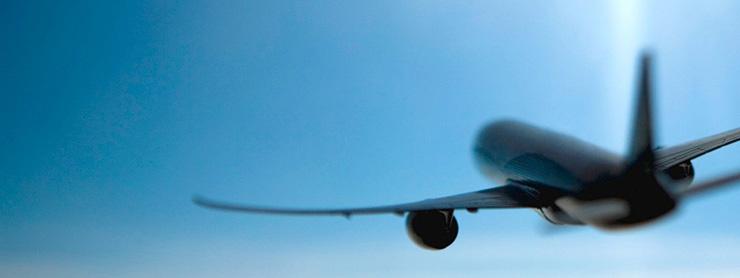 Gökyüzünde uçak konsept